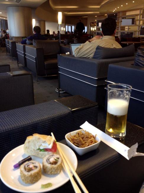 delta narita lounge.jpg