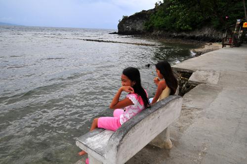 pg girls front sea.jpg